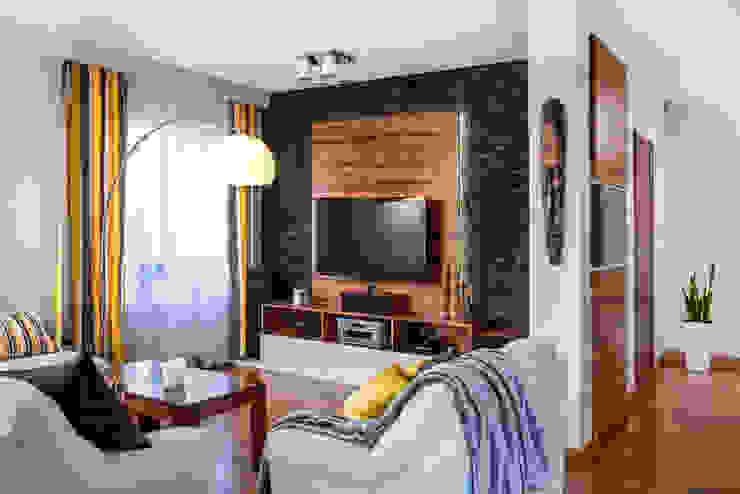 Ruang Keluarga Modern Oleh Viva Design - projektowanie wnętrz Modern Kayu Wood effect