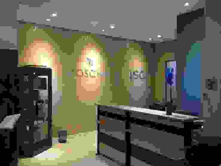 Escritório OOSCHAI - Brasil Espaços comerciais modernos por Arquitetura Ecológica Moderno
