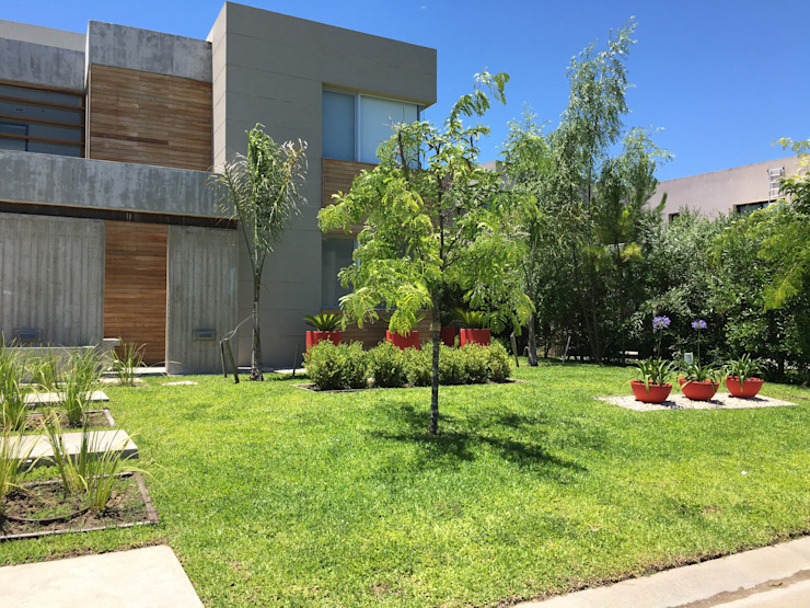 BAIRES GREEN Modern style gardens Red