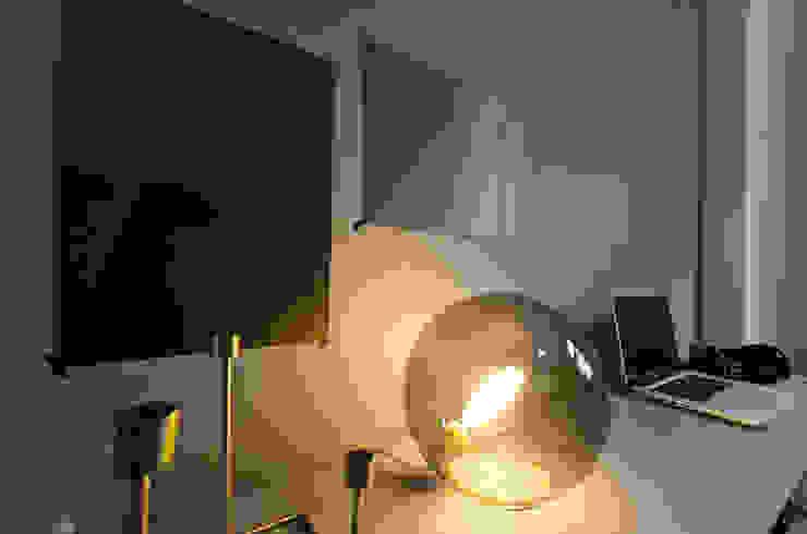 TÜ90 Moderne Wohnzimmer von Studio DLF Modern