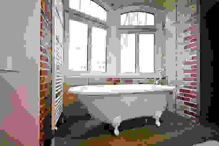 Bathroom by Studio DLF,