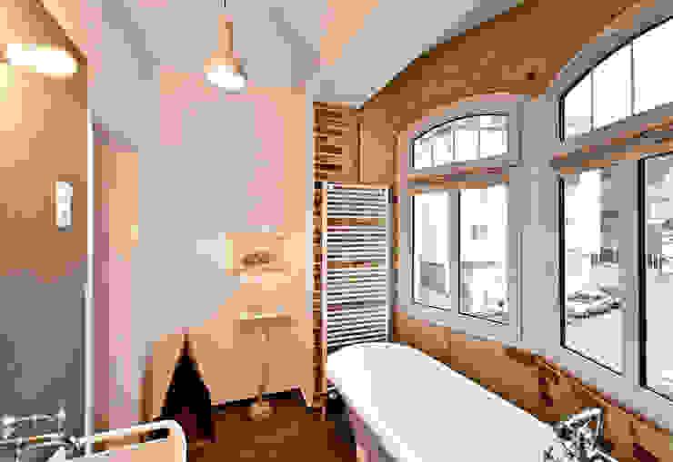 Baños modernos de Studio DLF Moderno