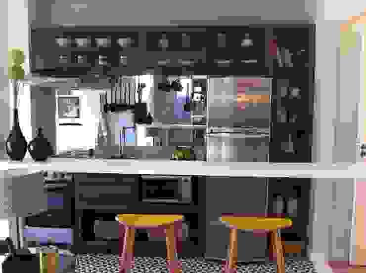 Decorado 60m²: Cozinhas  por Fabiana Rosello Arquitetura e Interiores