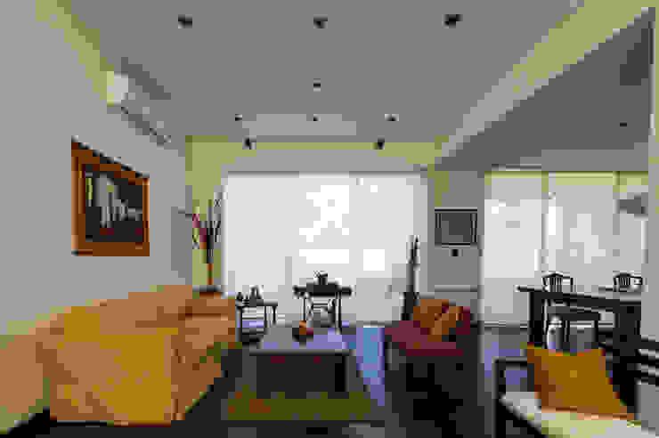 Salas modernas de Carbone Arquitectos Moderno
