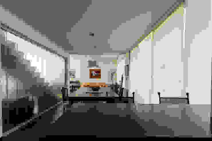 Modern dining room by Carbone Arquitectos Modern