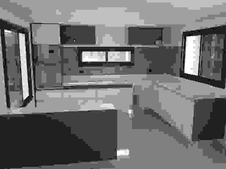 Modern kitchen by Sql Amoblamientos de Cocina Modern