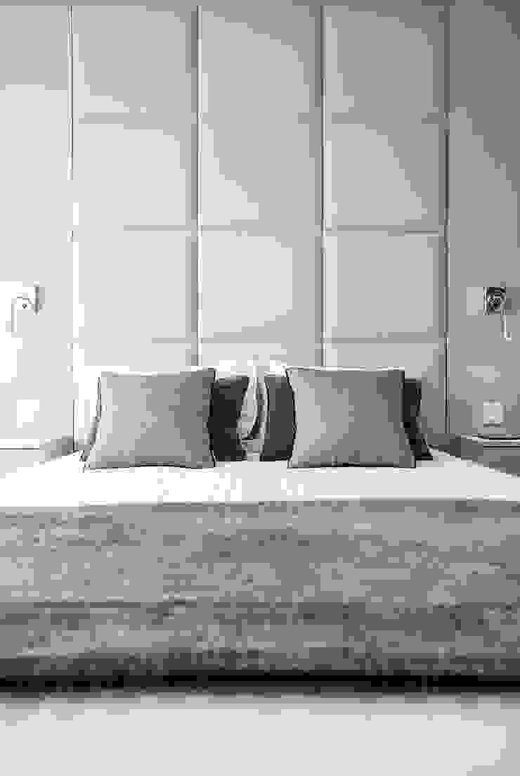 Suite & Closet por ÀS DUAS POR TRÊS Moderno