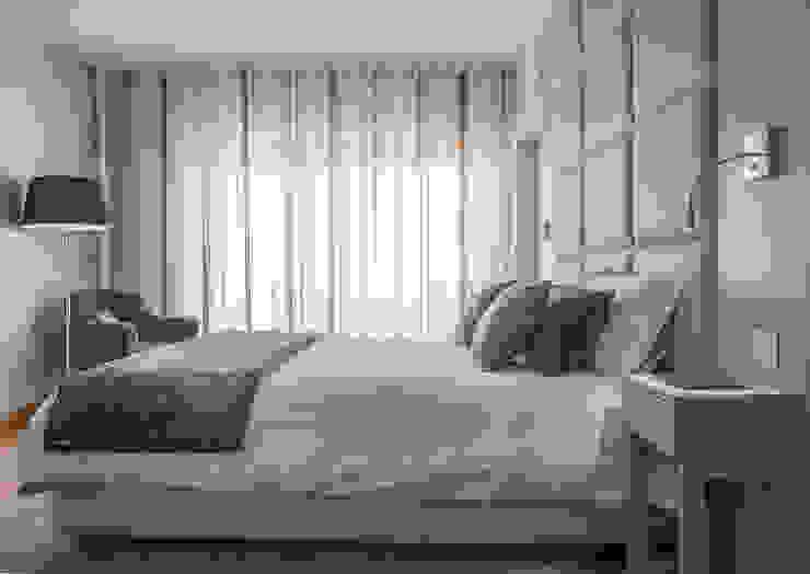 Suite & Closet:   por ÀS DUAS POR TRÊS,Moderno