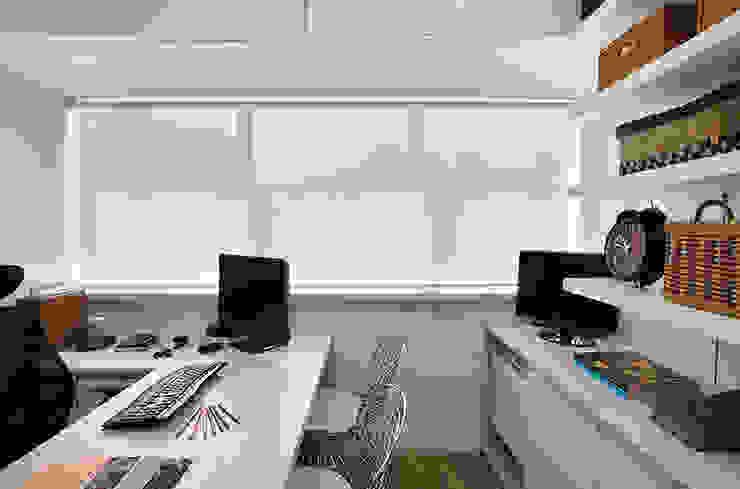 Escritório Leblon - Sala Diretora Lojas & Imóveis comerciais modernos por Adoro Arquitetura Moderno MDF