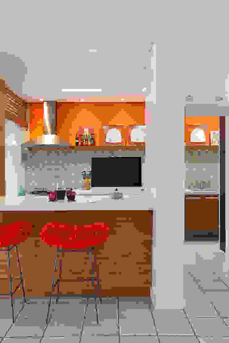 Residência Jardim Botânico 02 - Cozinha Gourmet Cozinhas modernas por Adoro Arquitetura Moderno Cerâmica