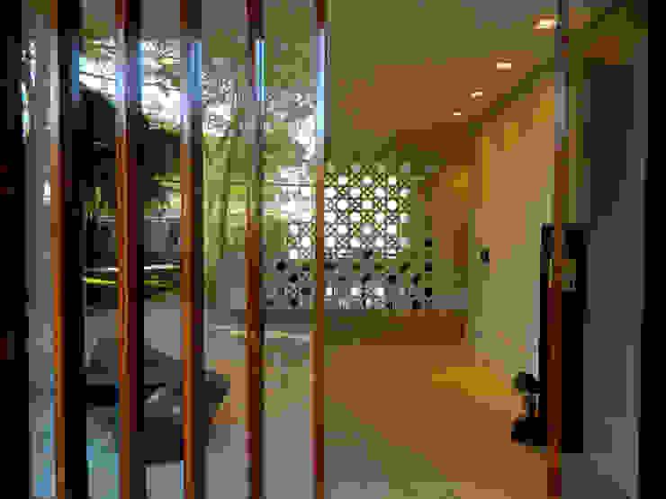 Residência 500m² Corredores, halls e escadas modernos por Fabiana Rosello Arquitetura e Interiores Moderno