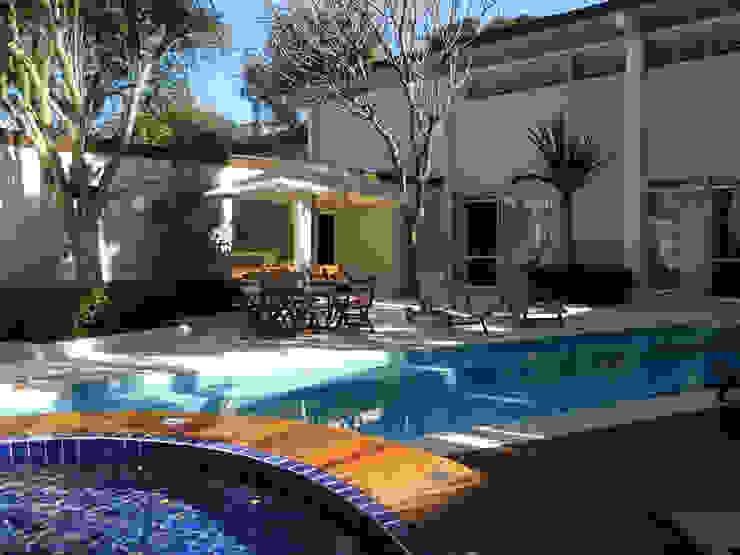 Residência 500m² Piscinas modernas por Fabiana Rosello Arquitetura e Interiores Moderno