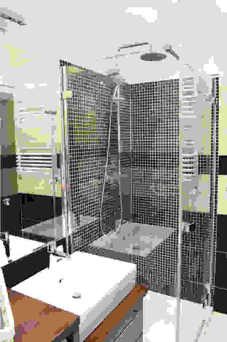 Prosta toaleta w czerni i bieli od Denika Klasyczny
