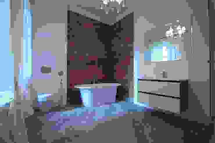 Chistie Prudy flat. Total reconstruction. Salle de bain industrielle par Alexander Krivov Industriel Tuiles