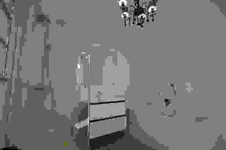 Chistie Prudy flat. Total reconstruction. Salle de bain minimaliste par Alexander Krivov Minimaliste Tuiles