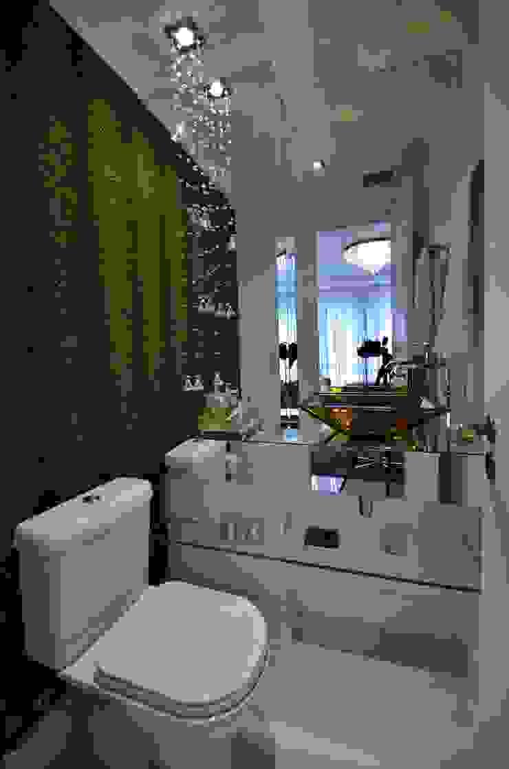 Versátil e luminoso Banheiros modernos por Marcelo Minuscoli - Projetos Personalizados Moderno