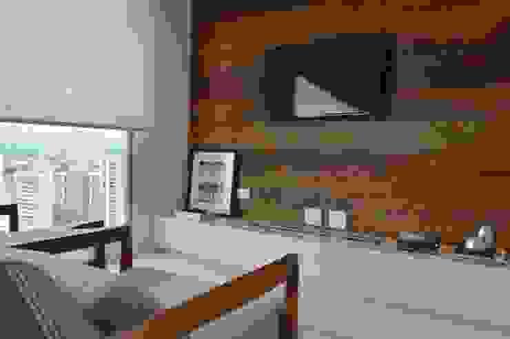 Apartamento 294m² Varandas, alpendres e terraços modernos por Fabiana Rosello Arquitetura e Interiores Moderno