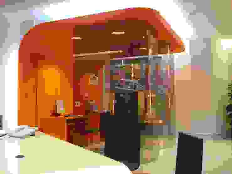 diseño y construcción acima,s.l. Minimalist offices & stores Wood-Plastic Composite Orange