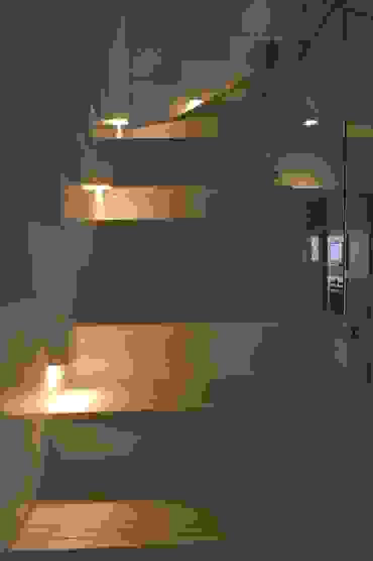Apartamento 294m² Corredores, halls e escadas modernos por Fabiana Rosello Arquitetura e Interiores Moderno