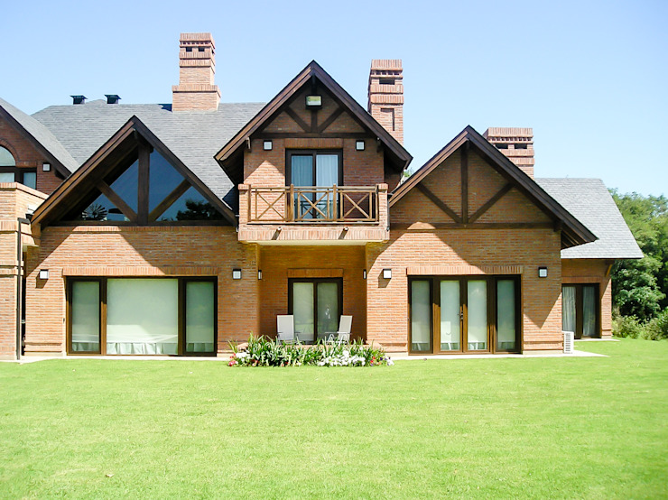 Maisons de style  par Carbone Fernandez Arquitectos,