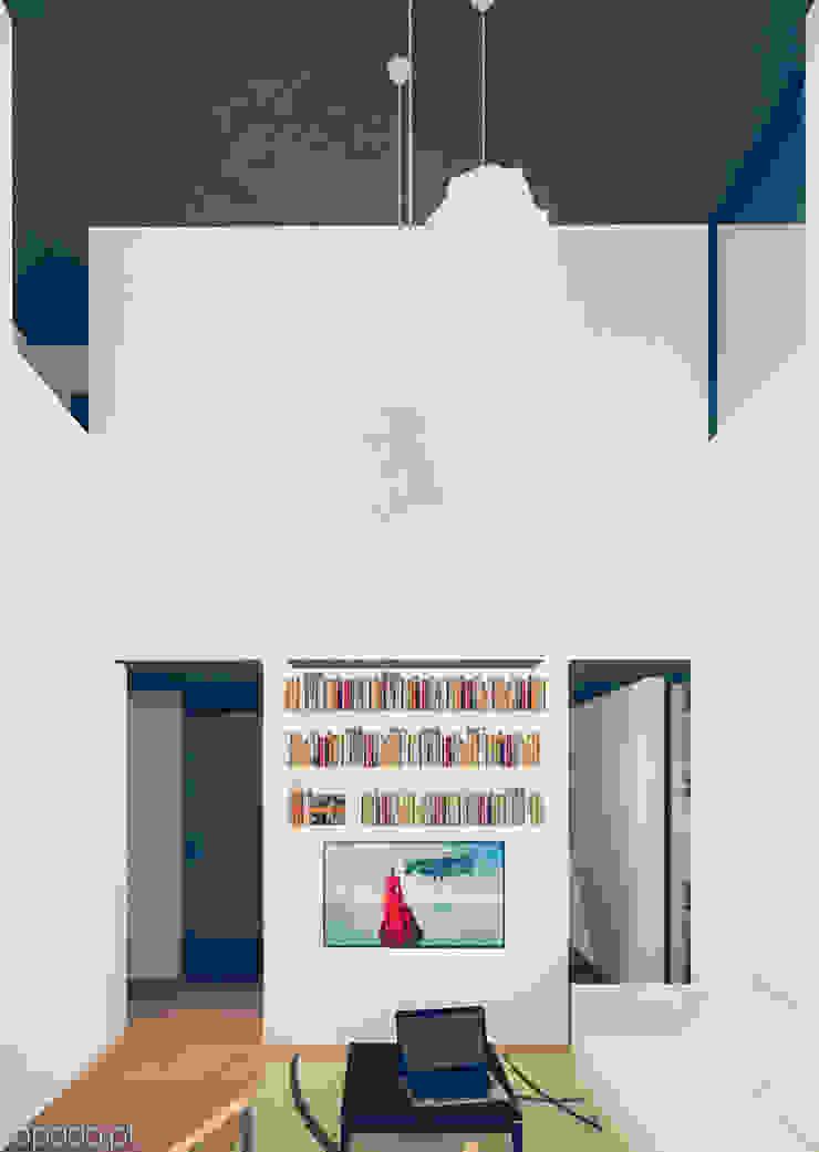 Casa em Fernão Ferro Salas de estar modernas por Tapada arquitectos Moderno