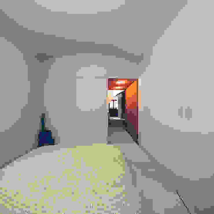 Recuperação em Évora: Quartos  por Tapada arquitectos,