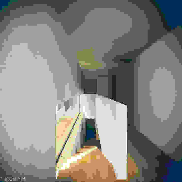 Casa em Barrancos Corredores, halls e escadas modernos por Tapada arquitectos Moderno