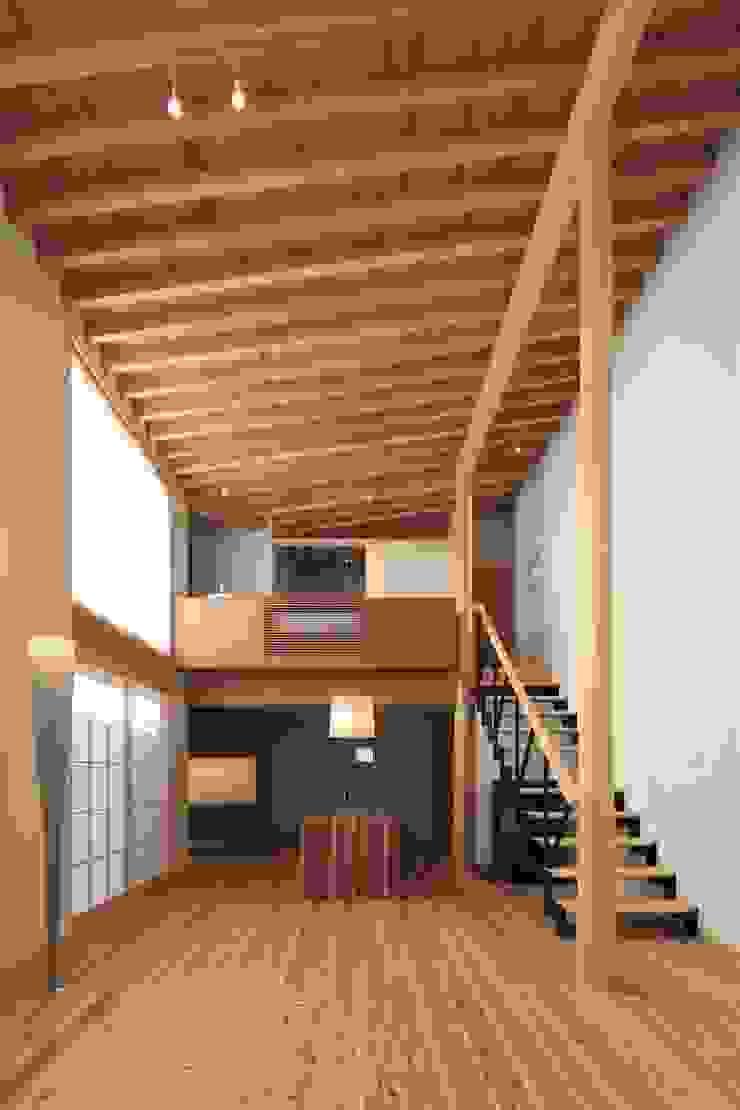 SITSUKAWA HOUSE 和風デザインの リビング の 髙岡建築研究室 和風