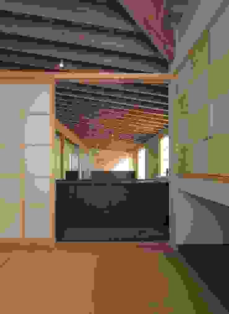 SITSUKAWA HOUSE 和風デザインの 多目的室 の 髙岡建築研究室 和風