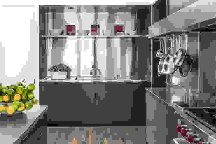 مطبخ تنفيذ Antonio Martins Interior Design Inc, حداثي