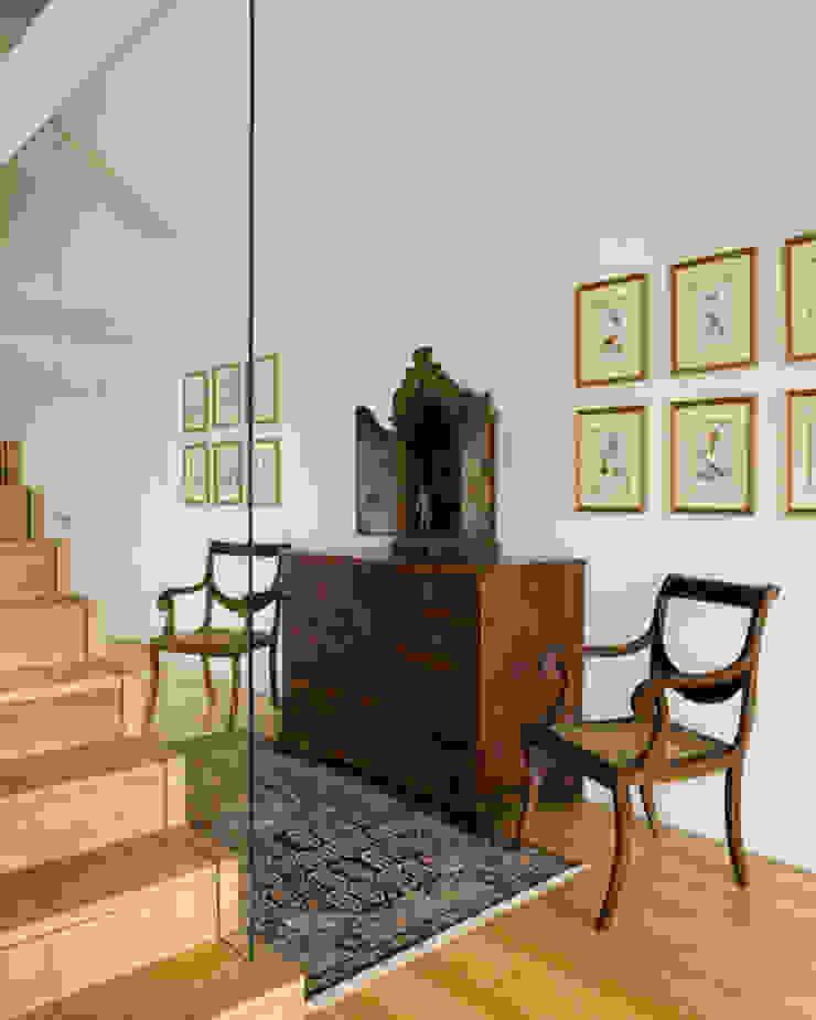 Penthouse em Lisboa Corredores, halls e escadas clássicos por Antonio Martins Interior Design Inc Clássico