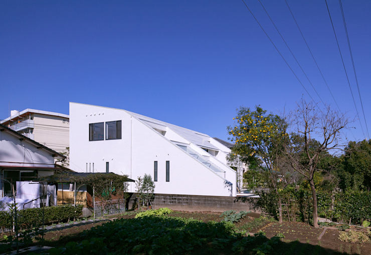 I3-house「丘の上にある造形」 モダンな 家 の Architect Show Co.,Ltd モダン