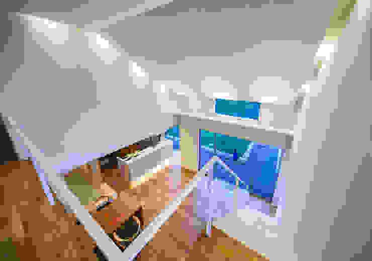 Pasillos, vestíbulos y escaleras de estilo moderno de Architect Show Co.,Ltd Moderno