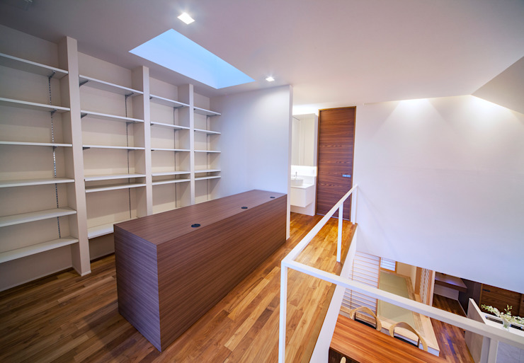 I3-house「丘の上にある造形」 モダンスタイルの 玄関&廊下&階段 の Architect Show Co.,Ltd モダン