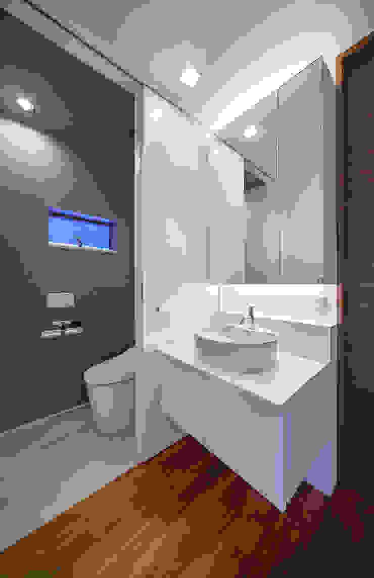 I3-house「丘の上にある造形」 モダンスタイルの お風呂 の Architect Show Co.,Ltd モダン