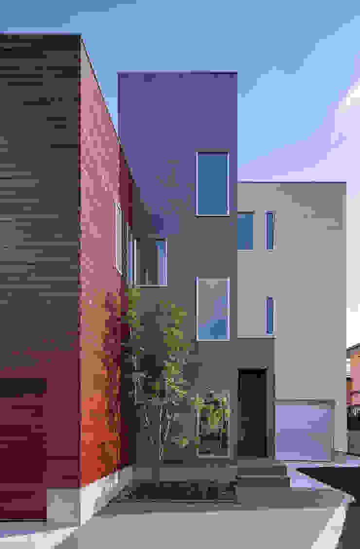 Y8-house「木と石の家」 モダンな 家 の Architect Show Co.,Ltd モダン