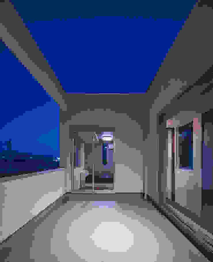 Y8-house「木と石の家」 モダンデザインの テラス の Architect Show Co.,Ltd モダン