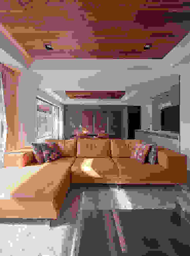 by Architect Show Co.,Ltd Modern