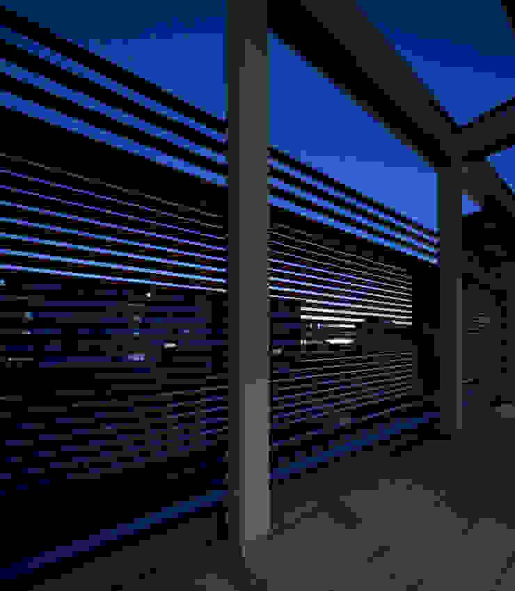 K6-house リノベーション「格子と石の家」 モダンデザインの テラス の Architect Show Co.,Ltd モダン