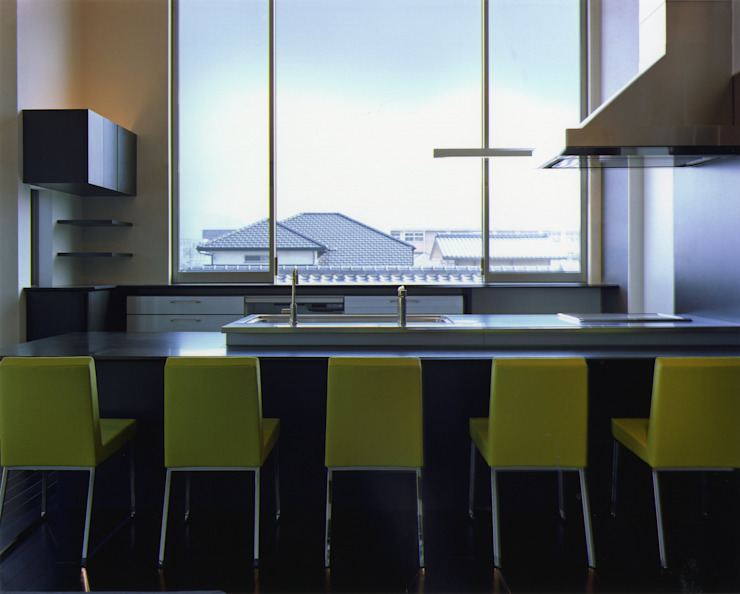 Modern dining room by Architect Show Co.,Ltd Modern