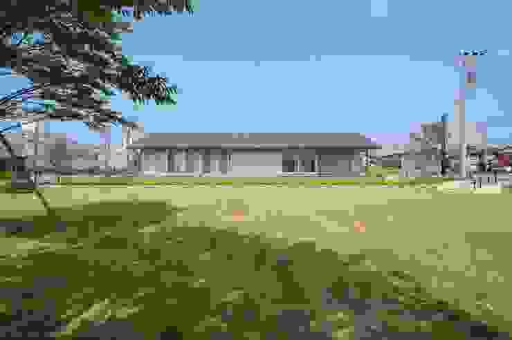 隣接する公園からの外観 オリジナルな 家 の 家山真建築研究室 Makoto Ieyama Architect Office オリジナル