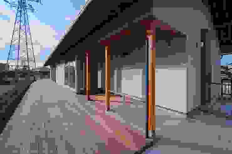 玄関アプローチ オリジナルな 家 の 家山真建築研究室 Makoto Ieyama Architect Office オリジナル