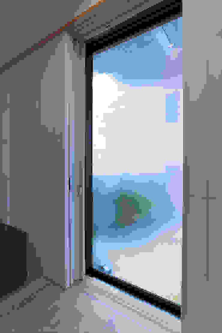 バルコニーサッシの断熱化 の 家山真建築研究室 Makoto Ieyama Architect Office