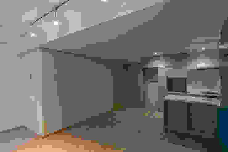 リビング しっくい塗の壁 の 家山真建築研究室 Makoto Ieyama Architect Office