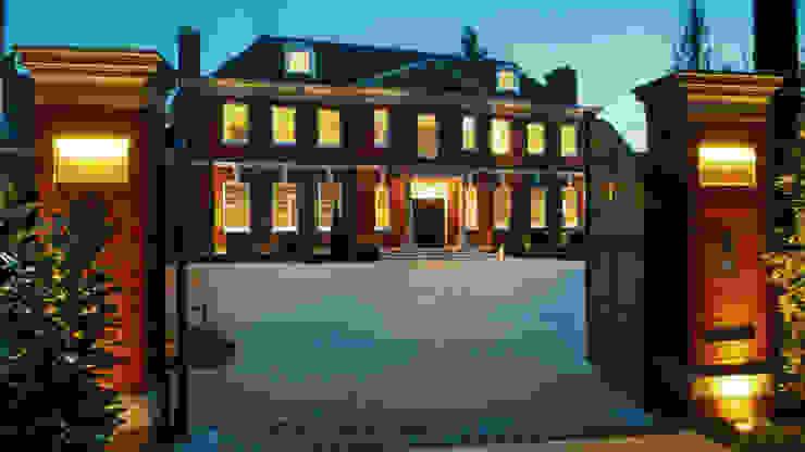 Private Villa, Surrey Casas modernas: Ideas, imágenes y decoración de Keir Townsend Moderno