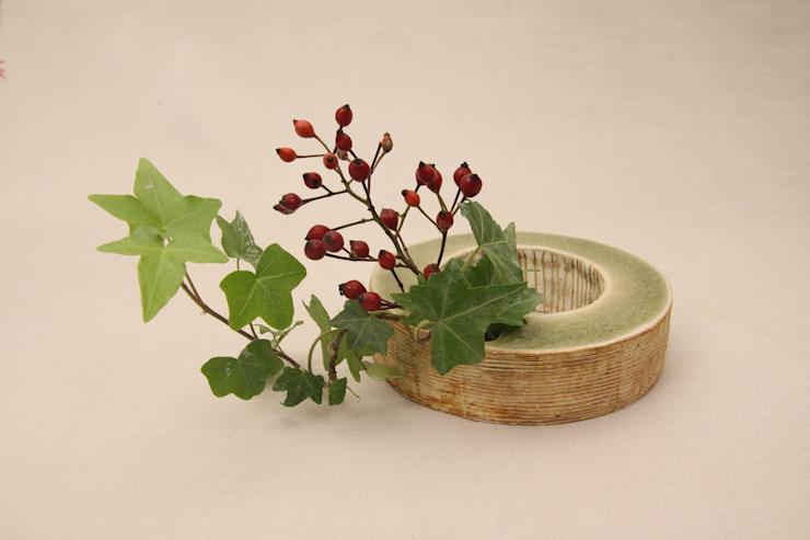 水を掛ける(丸)  ~ Hang up a water (circle)~: 新田 学 (GAKU! CO-BO)が手掛けた折衷的なです。,オリジナル 陶器
