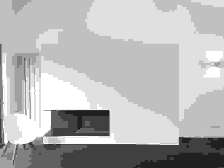 Cheminé Salon minimaliste par Thibaudeau Architecte Minimaliste