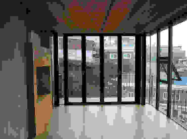 이화동 주택 : IEUNG Architect의  거실