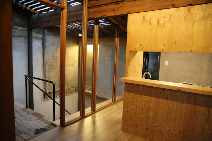Коридор, прихожая и лестница в модерн стиле от IEUNG Architect Модерн