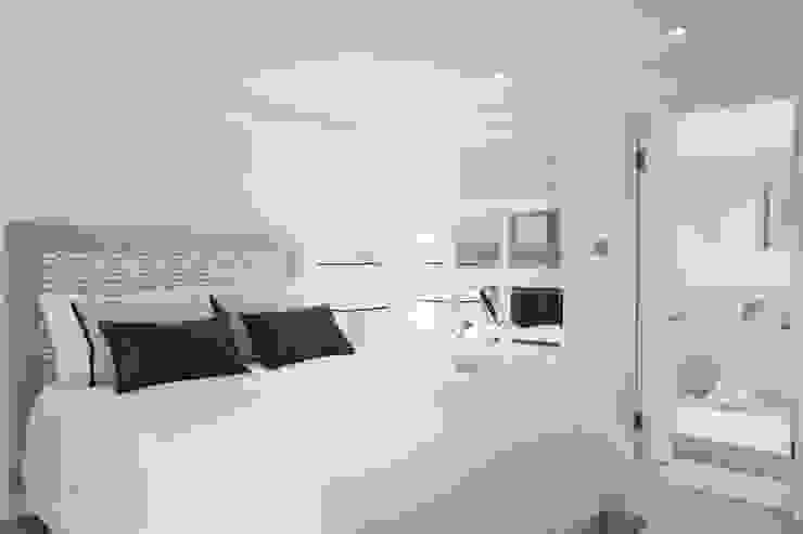 Dormitorios de estilo  por Interdesign Interiores